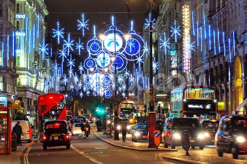 1447109881-first-ever-christmas-lights-in-the-strand-in-london-are-switched-on_9015611